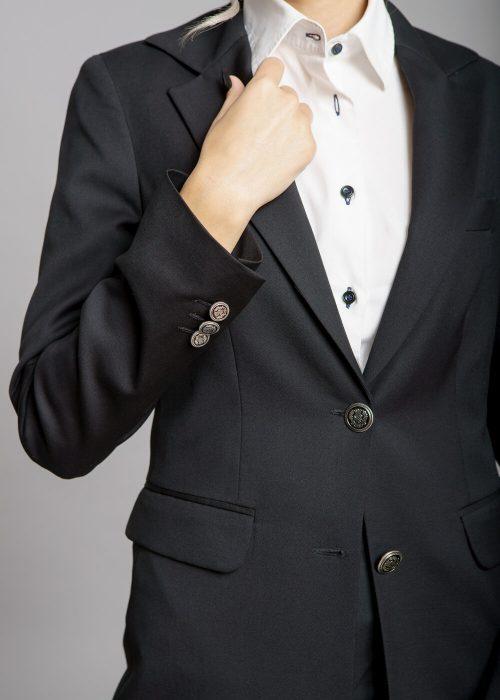 Costum negru rever clasic